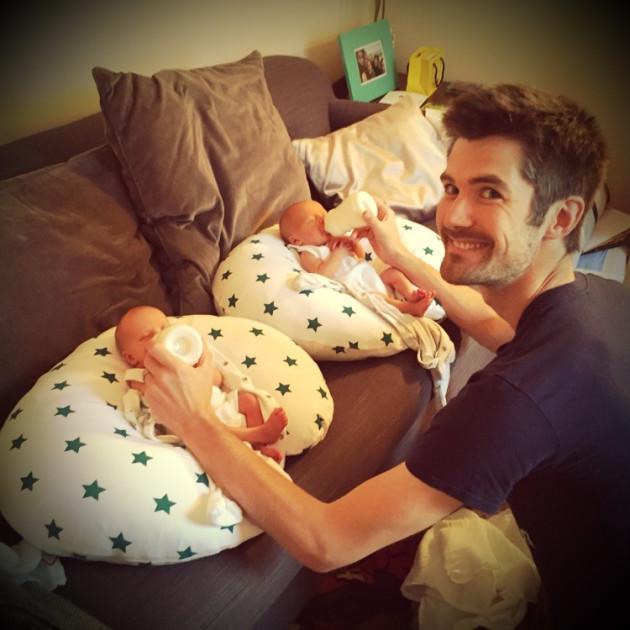 formula feeding newborn twins